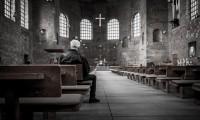 man-in-kerk-0f42963d9d8f6a044635de433cfd27c8