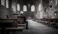 man-in-kerk-280117f6b317c7ab07740eb5a98387a3
