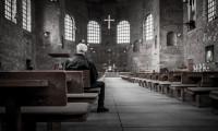 man-in-kerk-3e887a906374ea513f7082ac59ef65a0