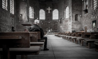 man-in-kerk-6cf73f274ba72c1bd4bf2cf31b1091a2
